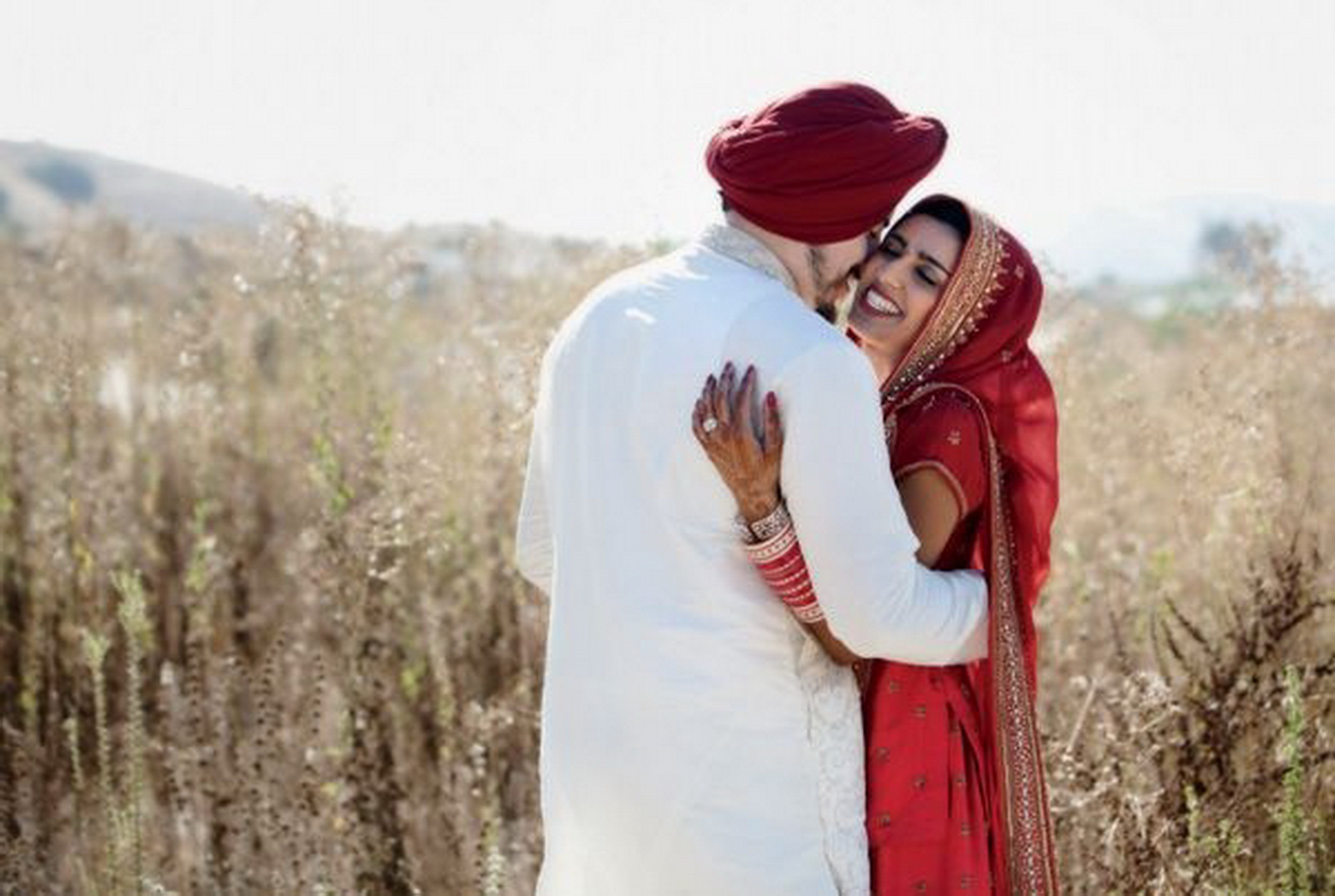 bride-groom-poses-akanjee_moodboard0290