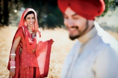 bride-groom-poses-akanjee_moodboard0295